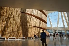 有名な北欧建築オペラハウス内にて。